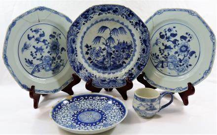 A Chinese 18th century blue and white custard cup (lid lacking),