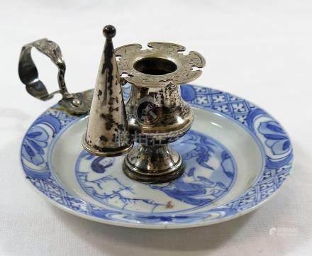 A small Chinese Kangxi porcelain dish,