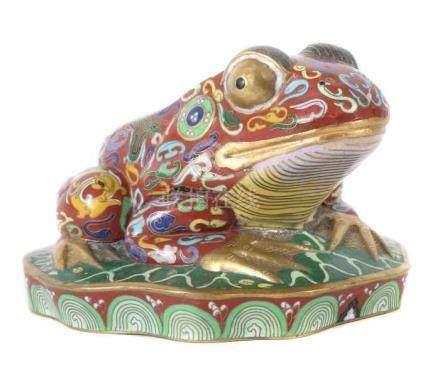 Cloisonné-FroschChina, Mitte 20. Jh., Messing/Cloisonné, plastisch ausgeformter, auf