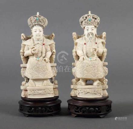 KaiserpaarChina, 1930er Jahre, Elfenbein, part. geschwärzt, Darstellung eines sitzenden K
