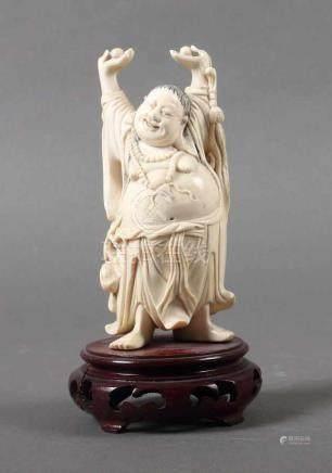 Budai BuddhaChina, 1920er Jahre, Elfenbein, part. geschwärzt, stehender Budai mit empor