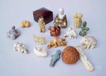 Konvolut Miniaturschnitzereien/Netsuke16-tlg. Konvolut bestehend aus 5 Netsuke, teilw. mit