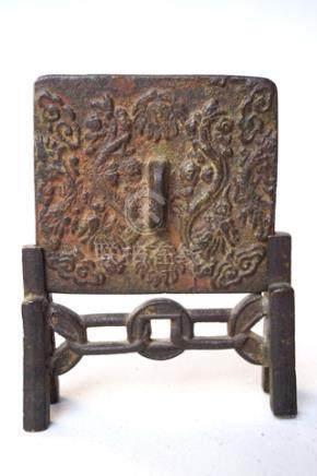 3x Ritualbronzen: Glocke und Buddha, 15. /19 Jhd., ChinaRitualgklocke, Bronze mit oxydgrüner