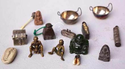 13-tlg. Konvolut Kleinobjekte, China/ Asienverschiedene Kleinobjekte aus Silber, Stein, Ton usw.,