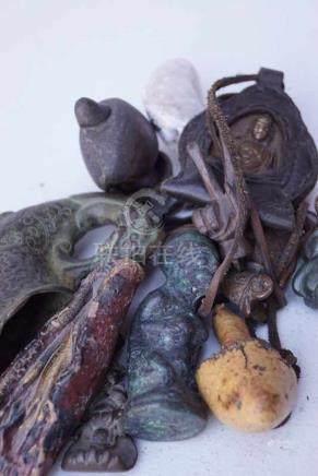 Sammlung von asiatischen Kleinobjekten, 19./20.Jhd.verschiedene Materialien, Überraschungslos, Bitte