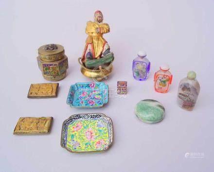 Sammlung chinesische Antiquitätenfeine oktagonale Teedose mit Emailleaufschmelzungen, ca. um 1910,