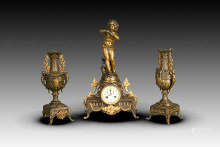 A SET OF THREE FRENCH BRONZE AND CAST METAL CLOCK GARNITURE, LATE 19TH CENTURY