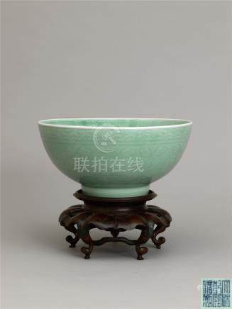 清乾隆 豆青釉模印缠枝花卉纹大碗 A LARGE CELADON-GLAZED 'PEONY SCROLL' BOWL QING DYNASTY, QIANLONG SIX-CHARACTER SEAL MARK AND OF THE PERIOD
