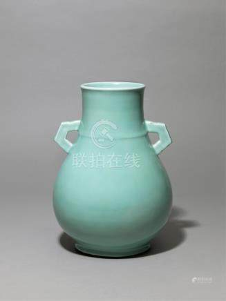 清乾隆 粉青釉双耳尊 AN ARCHAIC-FORM VASE DECORATED WITH A PALE BLUE GUAN-TYPE GLAZE QING DYNASTY, QIANLONG PERIOD (1736-1790)