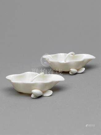 17世纪 德化窑荷花型笔洗(一对) A PAIR OF BLANC DE CHINE DEHUA LOTUS-LEAF-FORM BRUSH WASHERS LATE MING-EARLY QING DYNASTY, 17TH CENTURY