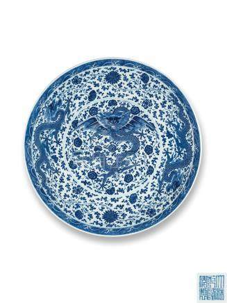 清乾隆 青花海水缠枝花卉应龙纹大盘 A RARE AND LARGE BLUE AND WHITE DRAGON DISH QING DYNASTY, QIANLONG SIX-CHARACTER SEAL MARK AND OF THE PERIOD
