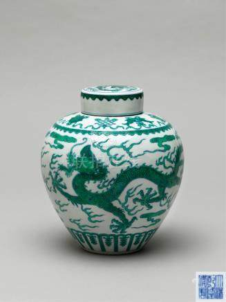 清乾隆 斗彩绿龙纹盖罐 A GREEN-ENAMELLED DRAGON JAR AND COVER QIANLONG SIX-CHARACTER SEALMARK AND OF THE PERIOD (1736-1795)