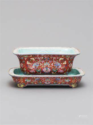 清乾隆 珊瑚红地洋彩夔凤纹长方花盆  A CORAL- GROUND 'FAMILLE-ROSE' JARDINIERE AND STAND QING DYNASTY, QIANLONG PERIOD