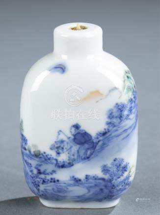 Blue and white porcelain snuff bottle.