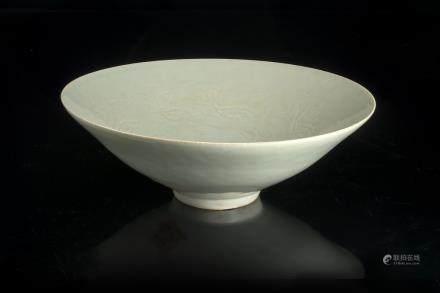 宋 青釉花卉紋碗