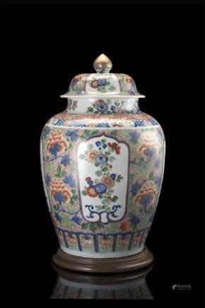 中國 十九世紀 五彩花卉紋蓋罐