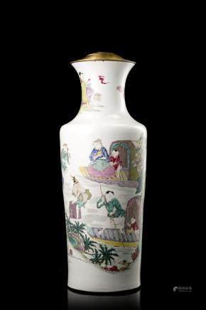 中國 十八/十九世紀 粉彩人物圖瓶