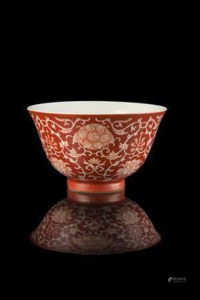 中國 十九世紀 紅釉花卉紋碗 礬紅《慎德堂製》底款