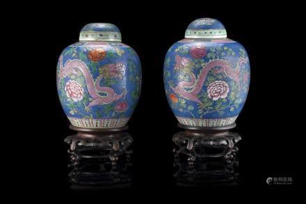 中國 二十世紀初 彩繪龍凤花卉紋蓋罐 一對