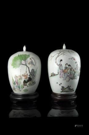 中國 二十世紀 彩繪人物圖蓋罐 两件