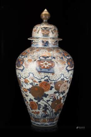 日本 十九世紀 伊萬里花卉紋蓋罐