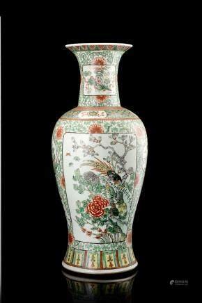 中國 十九世紀 粉彩花鳥紋瓶