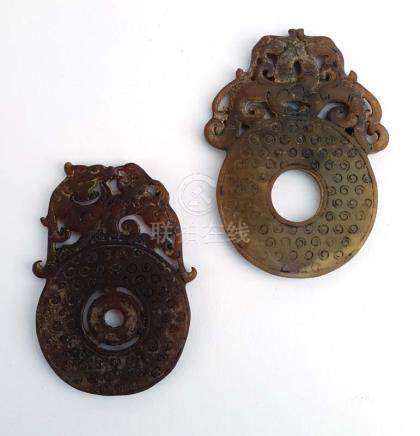 A Chinese carved soapstone pendant of circular form with lion dog decoration, l. 8.