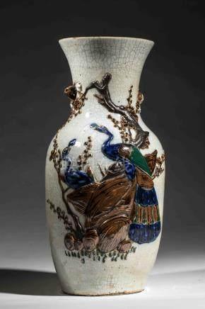 Vase balustre en porcelaine de Nankin décoré de killins en émaux bleus sur [...]