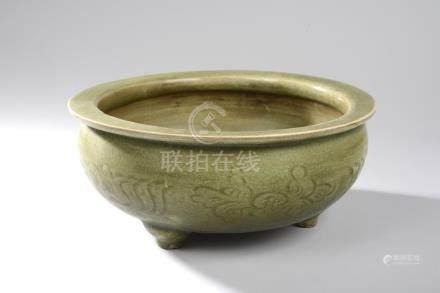 Brûle parfum Ding tripode du Longquan à large panse oblongue en épaisse porcelaine [...]