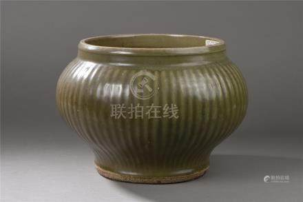 Large bouillon en porcelaine du longquan moulé sous couverte monochrome céladon de [...]