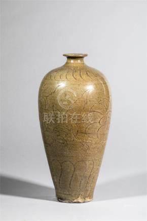 Vase meïping en porcelaine du Longquan à décor de frises de pivoines et feuillages [...]