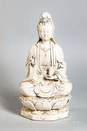 Le Boddhisattva Kwan yin assis en méditation sur un socle lotiforme à double [...]