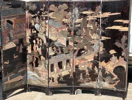 PARAVENT A CINQ FEUILLES EN LAQUE DE COROMANDEL A décor de paysage et d'architecture [...]
