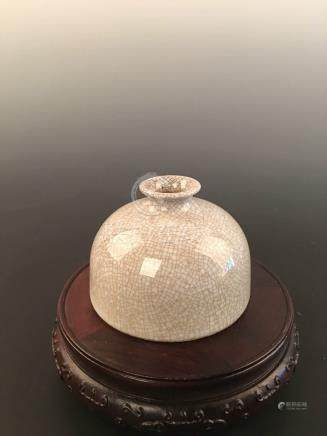 Chinese Ge-Type Beehive Pot