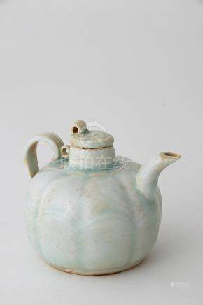 A QINGBAI-GLAZED LOBED AND HANDLED EWER AND COVER Southern S