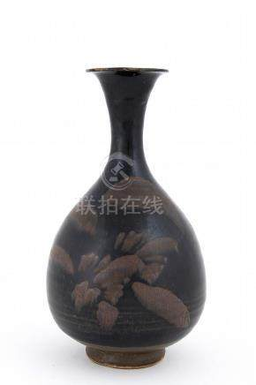 A BLACK-GLAZED RUSSET-PAINTED PEAR-SHAPED VASE, YUHUCHUNPING