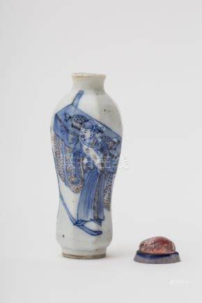 Faceted baluster-shaped snuff bottle - China, Qing dynasty, antique work, probably Kangxi Blue and