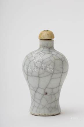 Meiping-shaped snuff bottle - China, Qing dynasty, 18th century White craquelure porcelain with