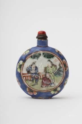 Gourd-shaped snuff bottle - China, Qing dynasty, antique work Famille rose porcelain depicting