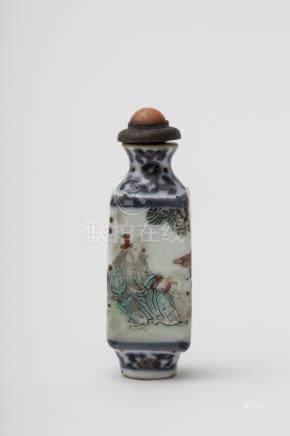 Bevelled snuff bottle - China, Qing dynasty, antique work Famille rose porcelain, depicting two