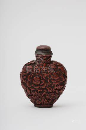 Lacquered copper snuff bottle - China, Qing dynasty, Qianlong Heart-shaped with a chrysanthemum,