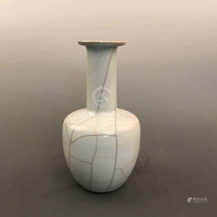 Fine Chinese Ge Yao Vase