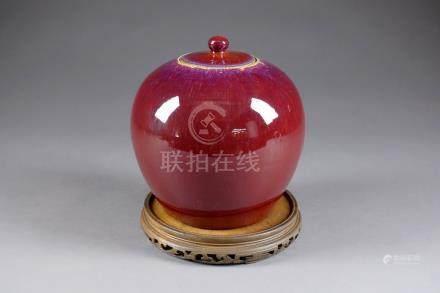 Pot à Gingembre de Forme globulaire. Porcelaine de Chine à glaçure monochrome sang de boeuf.