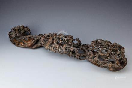 A LARGE CHINESE WOOD RUYI SCEPTRE LATE QING DYNASTY Carved throughout with chilong and bats