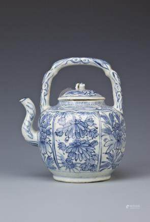 A CHINESE BLUE AND WHITE KRAAK PORCELAIN WINE POT AND COVER WANLI 1573-1620 The ovoid lobed body