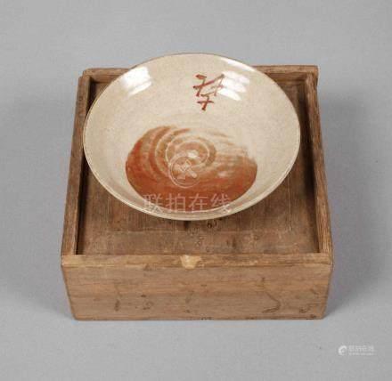 Schälchen Chinawohl Ende 19. Jh., im Stil der Song-Dynastie, geprägte unleserliche Stempelmarke