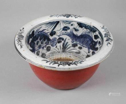 Schale China19. Jh., ungemarkt, weiß glasiertes Porzellan, außen Korallrot und innen Kobaltblau