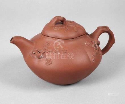 Teekännchen Chinaundeutlich gestempelt, roter Scherben, unglasiert, organisch geformter Korpus als