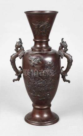 BronzevaseChina, 19. Jh., am Boden ungedeutete Marke, Bronze gegossen und dunkelbraun patiniert,
