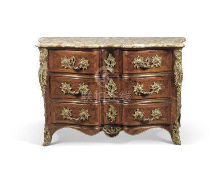 AN EARLY LOUIS XV ORMOLU-MOUNTED KINGWOOD COMMODE